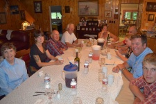family-dining-experience-guest-ranch-wyoming